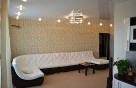 белый лаковый натяжной потолок фото